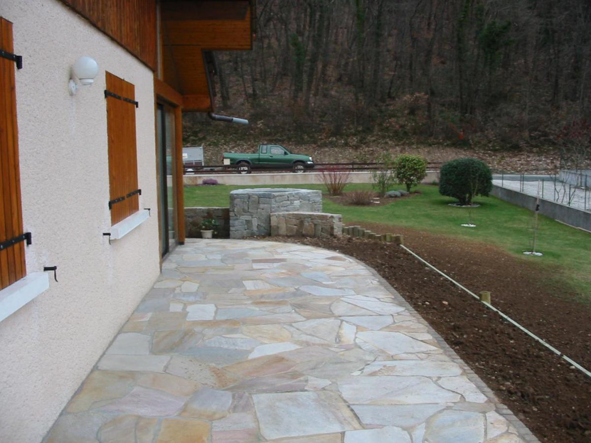 Terrasse En Pierre Naturelle Type Dallage Pavage A Annemasse
